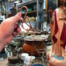 Antigüedades: ANTIGUA PARAJE DE CANDELABROS MARIPOSAS LAMPADARIO 12X33 CM - RELIGIOSO - NIÑO JESUS - VIRGEN. Lote 274543808