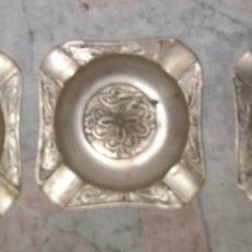 Antigüedades: 3 ANTIGUOS CENICEROS DE METAL LABRADO, DE COLECCION. Lote 274621143
