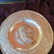 Antigüedades: PLATO DON QUIJOTE COBRE BAÑO PLATA. Lote 274688683