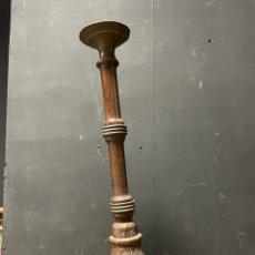 Antigüedades: CANDELABRO PORTAVELA DE MADERA TORNELLADA. Lote 275023333