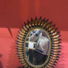 Antigüedades: ANTIGUO ESPEJO DE SOL METÁLICO (60X48) CM. Lote 275094433
