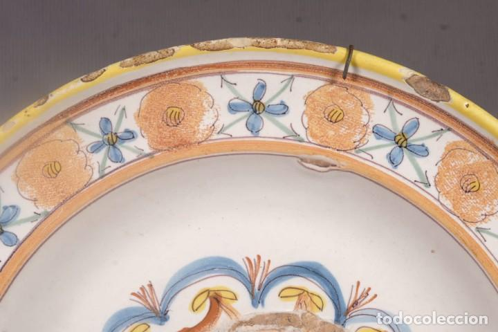 Antigüedades: Plato en cerámica de Manises Decoración floral siglo XIX - Foto 2 - 275105198