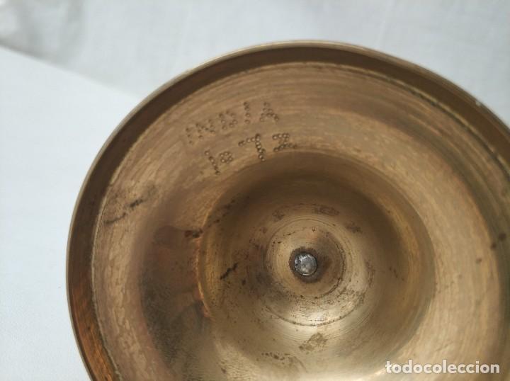 Antigüedades: Bonito jarrón de metal grabado vintage India - Foto 3 - 275106653