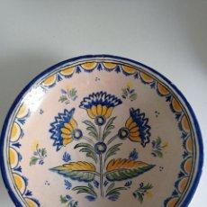 Antigüedades: TALAVERA ESPECTACULAR PLATO HONDO SIGLO XIX FLOR ADORMIDERA. Lote 275155103