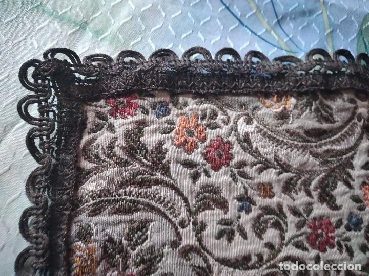 Antigüedades: Antiguo tapete ovalado con puntilla metálica, motivo floral, años 20/30 - Foto 5 - 275226558