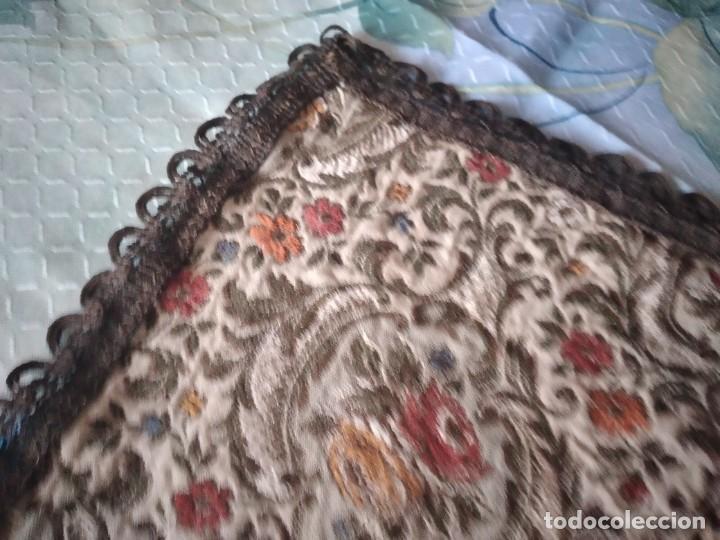Antigüedades: Antiguo tapete ovalado con puntilla metálica, motivo floral, años 20/30 - Foto 6 - 275226558