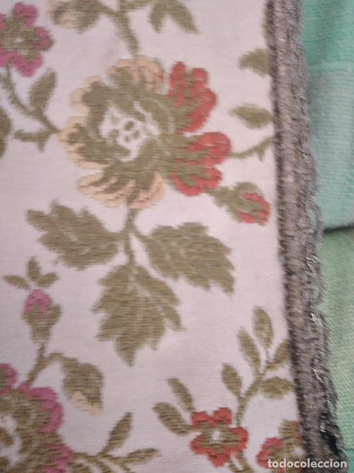 Antigüedades: Antiguo tapete ovalado con puntilla metálica, motivo floral,forrado por la parte inferior años 20/30 - Foto 4 - 275226803