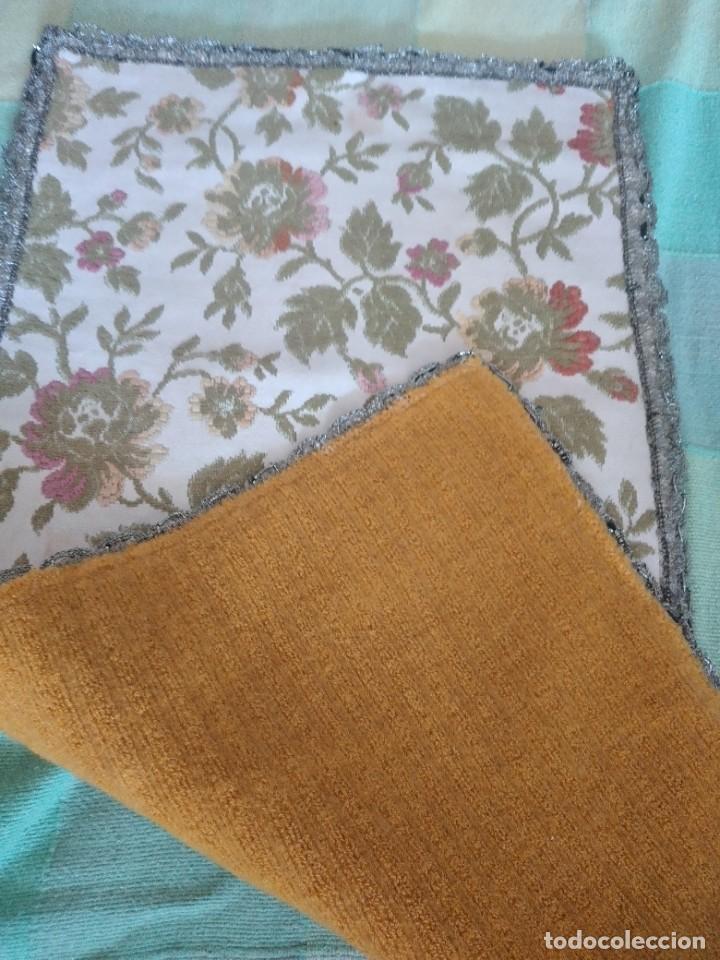 Antigüedades: Antiguo tapete ovalado con puntilla metálica, motivo floral,forrado por la parte inferior años 20/30 - Foto 5 - 275226803