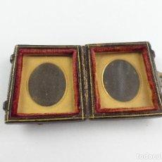 Antigüedades: ANTIGUA CAJA O CARTERA CON PORTAFOTOS CON CIERRE METALICO. Lote 275250433