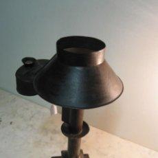 Antiguidades: ANTIGUA Y COMPLETA LAMPARA DE SOBREMESA DE PETROLEO REALIZADA EN SU TOTALIDAD EN CHAPA HIERRO. Lote 275255988