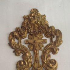 Antigüedades: BENDITERA DE SIGLO XIX EN LATON DORADO POZILLO EN OPALINA. Lote 275256268