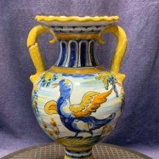 Antigüedades: JARRON DOS ASAS TALAVERA CERAMICA S.T. MONEDA CIERVO ARBOLES AVE MITAD S XX 31X18CMS. Lote 275275028