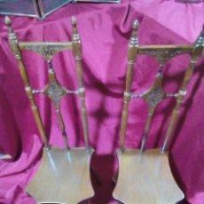 Antigüedades: SILLAS RUSTICAS CON RESAPALDO ALTO Y TALLADO. Lote 275312383