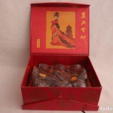 Antigüedades: SET ANTIGUO DE TE FABRICADO EN CHINA DE PIEDRA YIXING - COMO NUEVO - NUNCA ABIERTO. Lote 275318533