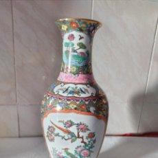 Antigüedades: PRECIOSO JARRÓN DE PORCELANA CHINA. PINTADO A MANO.. Lote 275320158
