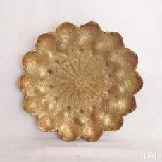 Antigüedades: ANTIGUO PLATO DE LATÓN MARROQUÍ - 18 CM DE DIÁMETRO. Lote 275325373