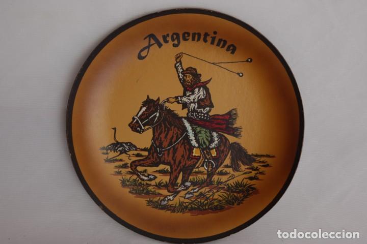 Antigüedades: Plato de cuero de Argentina hecho a mano - pieza artesanal y única - 21 cm de diámetro - Foto 2 - 275329813