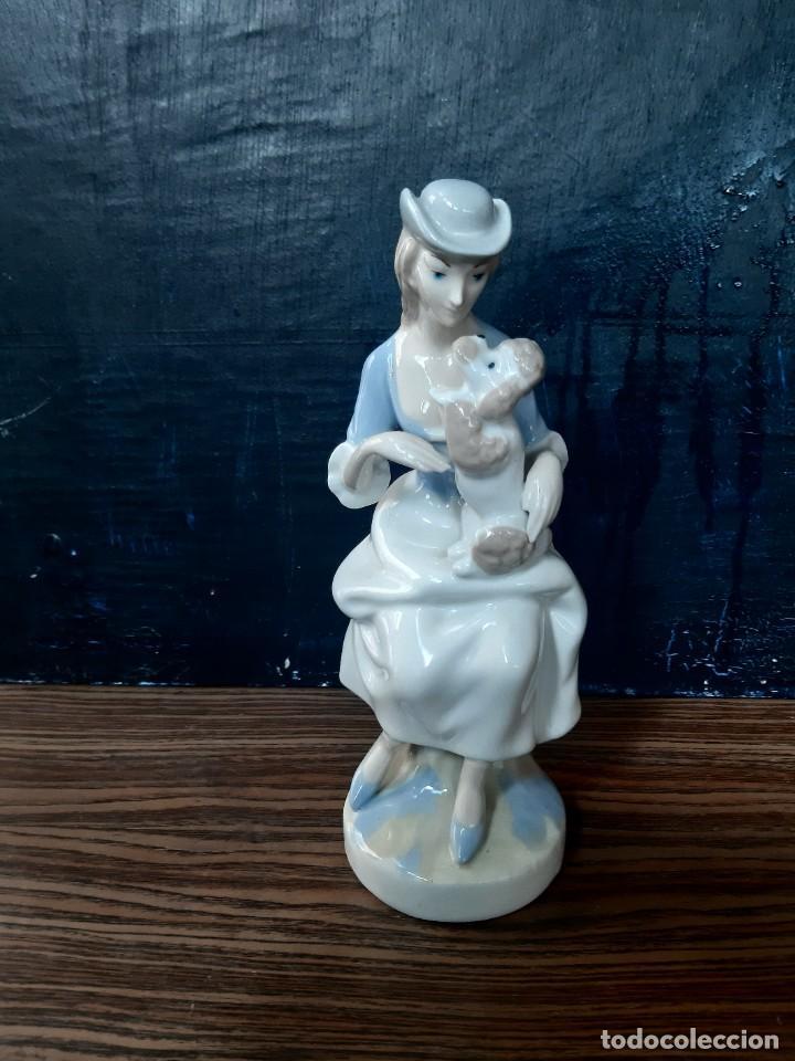 FIGURA PORCELANA MUJER (Antigüedades - Porcelanas y Cerámicas - Otras)