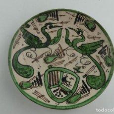 Antigüedades: BONITO PLATO PARA COLGAR DE CERAMICA FIRMADO PUNTER TERUEL. Lote 275460748