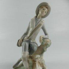 Antiquités: PRECIOSA FIGURA DE PORCELANA LLADRO , NIÑO CON PERRO.. Lote 275477488