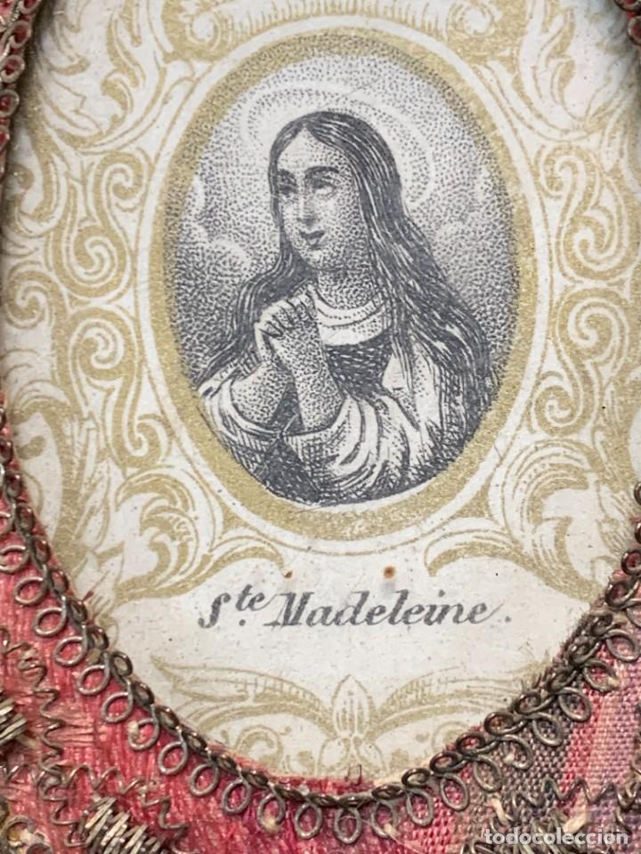 Antigüedades: RELICARIO SEDA HILO PLATA LAZO PPIO S XIX SANTA MAGDALENA EN FRANCES MADELEINE 7X5,5CMS - Foto 2 - 275480163