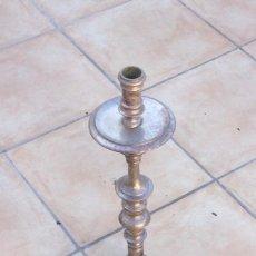 Oggetti Antichi: CANDELABRO DE IGLESIA PLATEADO. Lote 275525488
