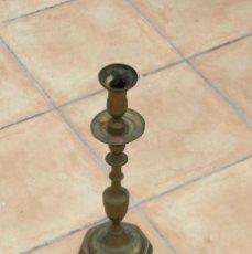 Antigüedades: CANDELABRO ANTIGUO DE BRONCE. Lote 275526428