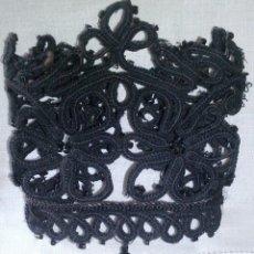 Antigüedades: ~~~~ ANTIGUOS PUÑOS DE PASAMANERÍA BORDADOS CON MOSTACILLAS DE AZABACHE, MIDE 20X10 CM. APROX.~~~~. Lote 275597278