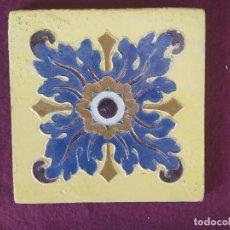 Antigüedades: 1930´S, ANTIGUO AZULEJO DE TALAVERA, MOSAICO COLOR, RUIZ DE LUNA, DECORACIÓN CUERDA SECA, 20 X 20 CM. Lote 275658408