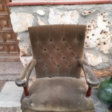 Antigüedades: BUTACA CON CAPITONÉ. Lote 275674608