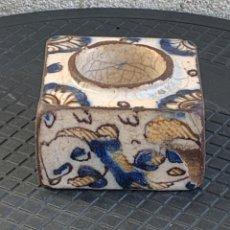 Antigüedades: TINTERO CERAMICA TALAVERA SERIE TRICOLOR S XVII PATINA USO 5X9X9CMS. Lote 275719763