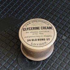 Antigüedades: BOTE CON TAPA CERAMICA GLYCERINE CREAM J&E ATKINSON´S LONDON FARMACIA GLICERINA 5X7CMS. Lote 275723413