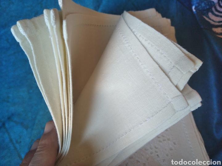 Antigüedades: Lote juego 12 servilletas bordadas a mano nuevas - Foto 4 - 275755758