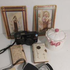 Antigüedades: LOTE OBJETOS.CAMARA DE FOTOS, FOTOMETRO AZUCARERO LIBROS DE COMUNIÓN Y DOS CUADRITOS. Lote 275855718