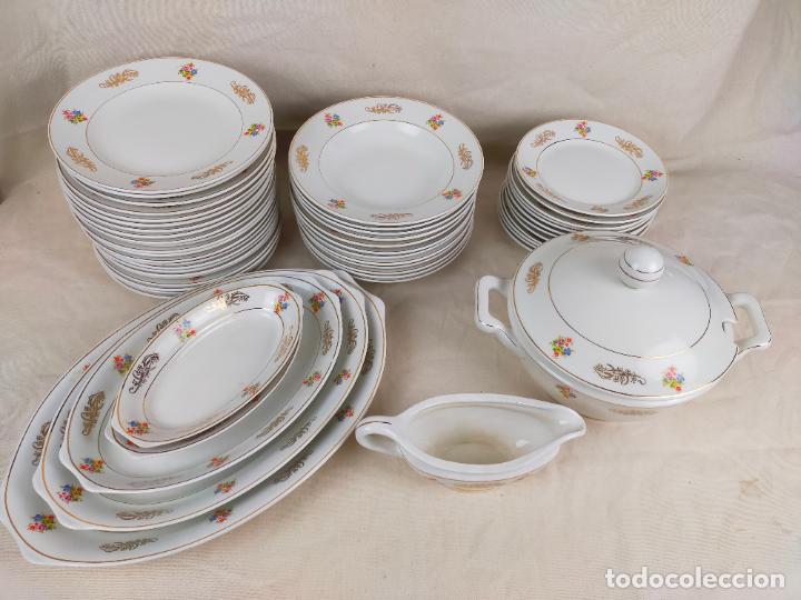 VAJILLA PORCELANA ROYAL CHINA VIGO PLATOS Y BANDEJAS - RIBETE DORADO (Antigüedades - Porcelanas y Cerámicas - Otras)