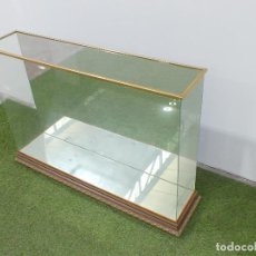 Antiquités: URNA EXPOSITOR CRISTAL Y MADERA - SOLO RECOGIDA LOCAL. Lote 275910783