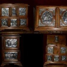 Antigüedades: ARQUETA, PLATA Y NOGAL ESPAÑOL ( HOMENAJE A EL QUIJOTE) OBRA ÚNICA, 50 X 40 X 30 CM. Lote 275916318