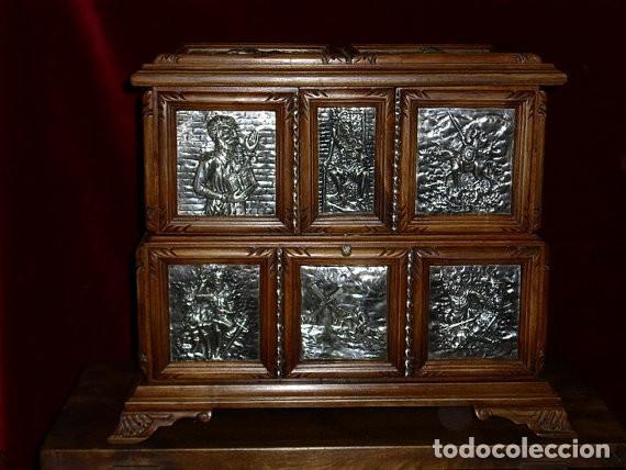 Antigüedades: ARQUETA, PLATA Y NOGAL ESPAÑOL ( Homenaje a El Quijote) OBRA ÚNICA, 50 X 40 X 30 cm - Foto 3 - 275916318