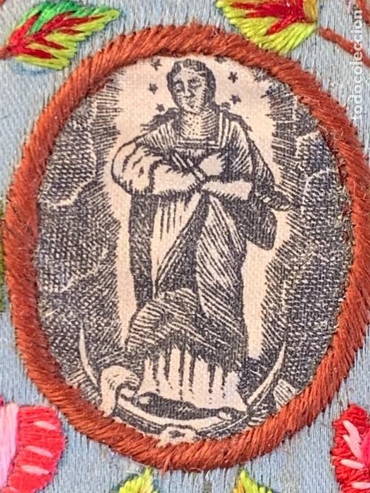 Antigüedades: ESCAPULARIO ANTIGUO TELA IMPRESA S XIX BORDADO FLORES VIRGEN INMACULADA 9,5X7CMS - Foto 4 - 275921678