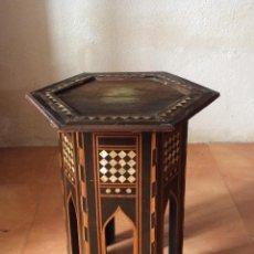 Antigüedades: ANTIGUA MESA DE TÉ ,CON INCRUSTACIONES DE NACAR. Lote 275927293