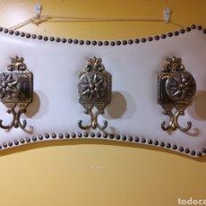 Antigüedades: PERCHERO DE CUERO CON 3 COLGADORES. Lote 275934953