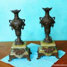 Antigüedades: 2 JARRONES DE BRONCE SOBRE UN PEDESTAL DE MÁRMOL CORRUGADO, PERÍODO DEL NUEVO ARTE. FRANCIA XIX. Lote 275958788