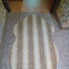 Antigüedades: BONITA ALFOMBRA DE PIEL. Lote 275962463
