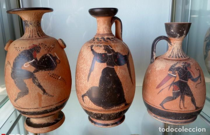 LOTE DE TRES REPRODUCCIÖNES ARQUEOLOGICAS (Antigüedades - Porcelanas y Cerámicas - Otras)