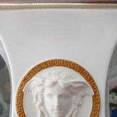 Antigüedades: JARRON VERSACE - MEDUSA- DE PORCELANA ROSENTHAL, DE 23 CMS DE ALTO. IMPECABLE. VER FOTOS. Lote 276094048