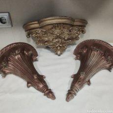 Antigüedades: LOTE DE TRES PEANAS EN RESINA PARA PARED. Lote 276120843