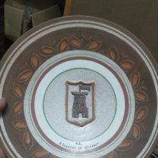 Antigüedades: PLATO DECORATIVO CERÁMICA VERDU. Lote 276164303