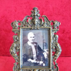 Antigüedades: PORTAFOTOS, MARCO PARA FOTOS EN BRONCE , PORTARETRATO. Lote 276184583