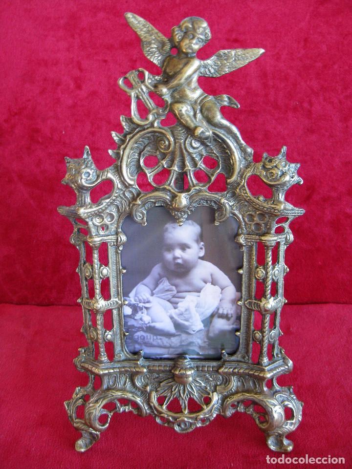 PORTAFOTOS, MARCO PARA FOTOS EN BRONCE , PORTARETRATO REMATADO CON UN ANGELOTE (Antigüedades - Hogar y Decoración - Portafotos Antiguos)