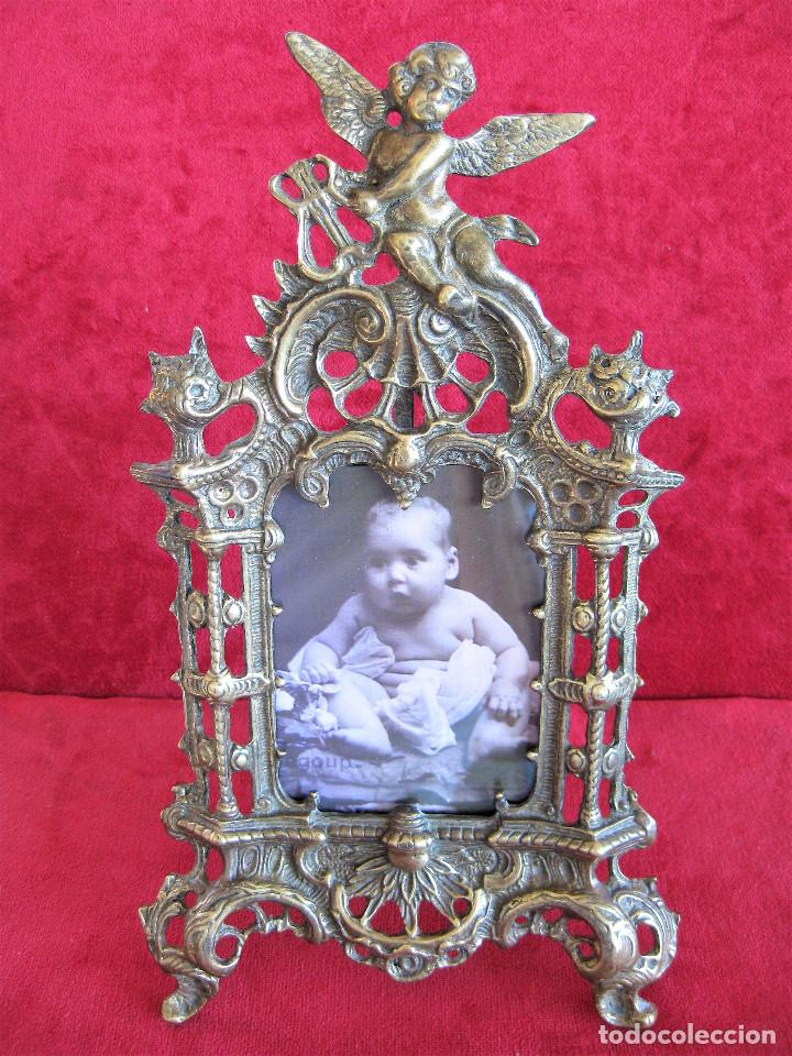 Antigüedades: PORTAFOTOS, MARCO PARA FOTOS EN BRONCE , PORTARETRATO REMATADO CON UN ANGELOTE - Foto 2 - 276185003